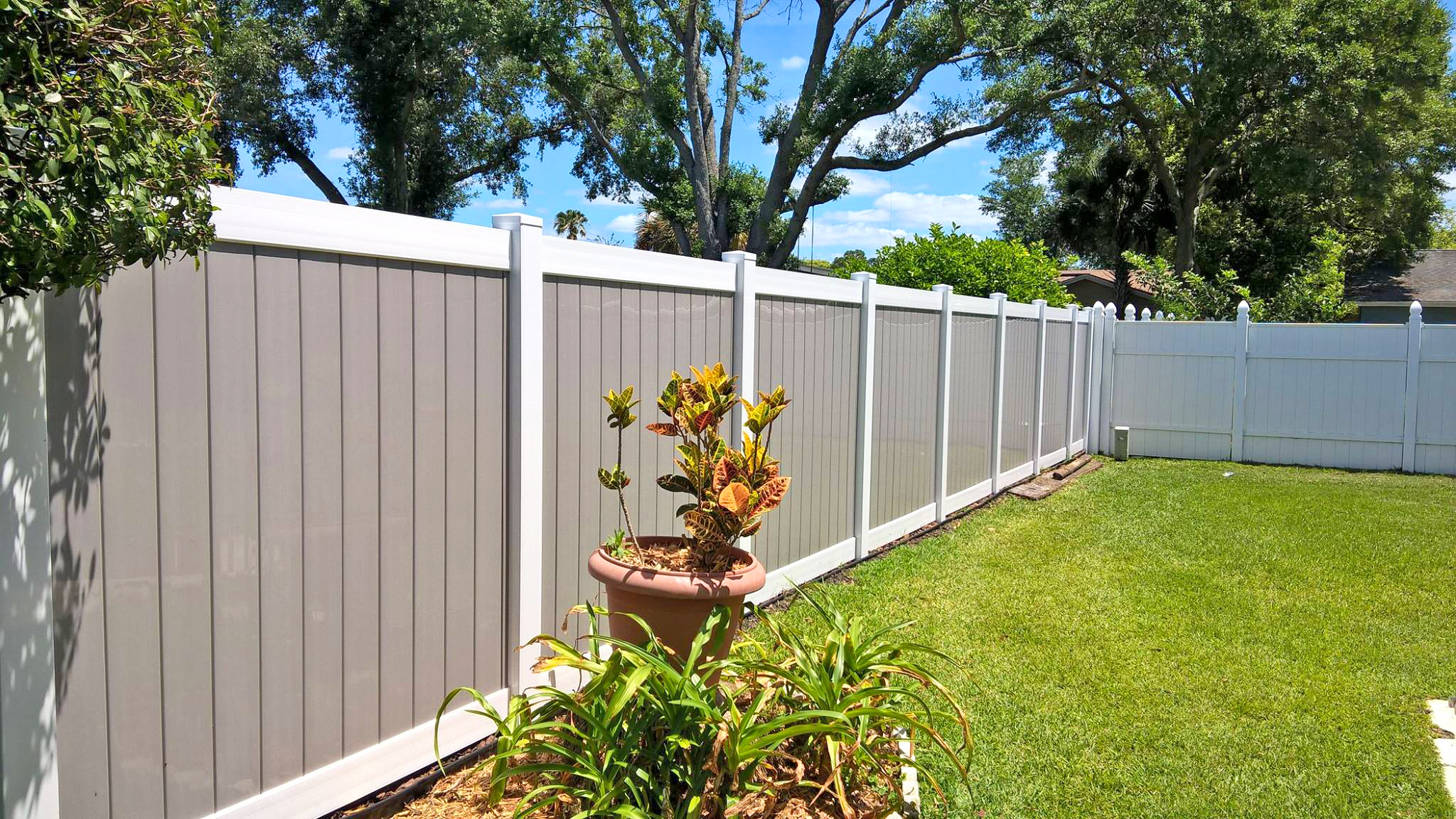 What Fence Material Will Last the Longest in the Florida Sun?
