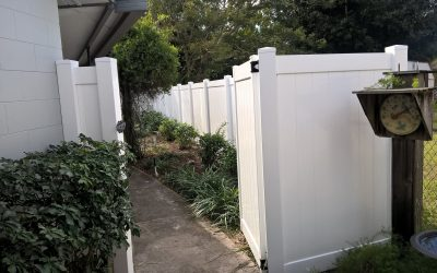 Why is Vinyl the Best Fence Material Against Orlando Weather?